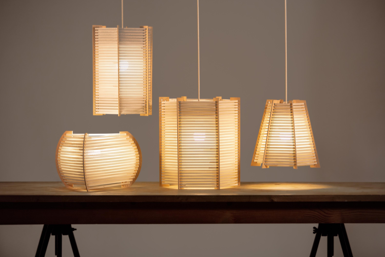 Lámparas recicladas hechas a mano con material reciclado en colaboración con DENSO y la fundación AMPANS